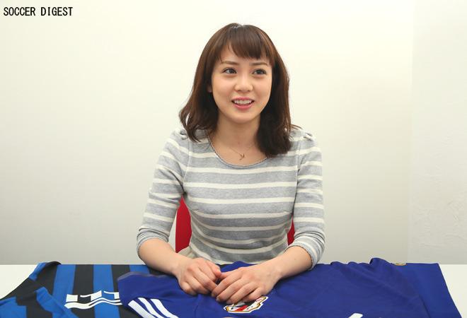 サッカーダイジェストで連載中の 『FOOTBALL CIRCLE』に女優の奥仲麻琴 ...